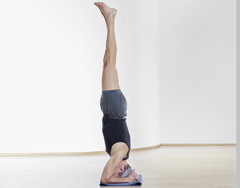 Yogapose Kopfstand