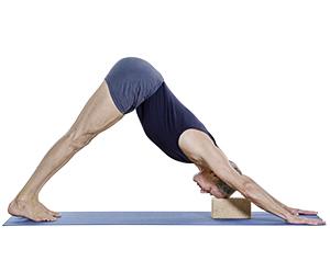 Yogapose mit Block